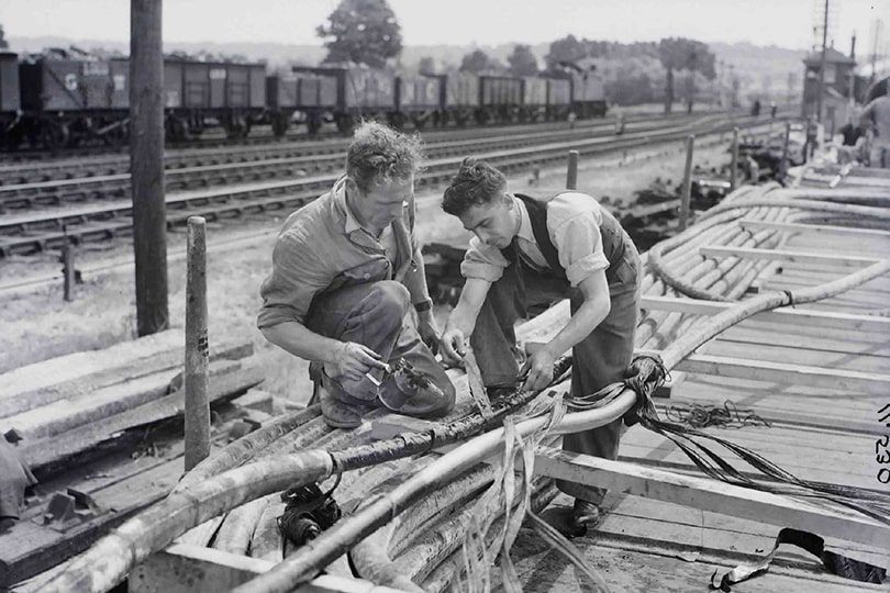 Engineers working on cables near the Severn Railway Tunnel, Gloucestershire, 1940.