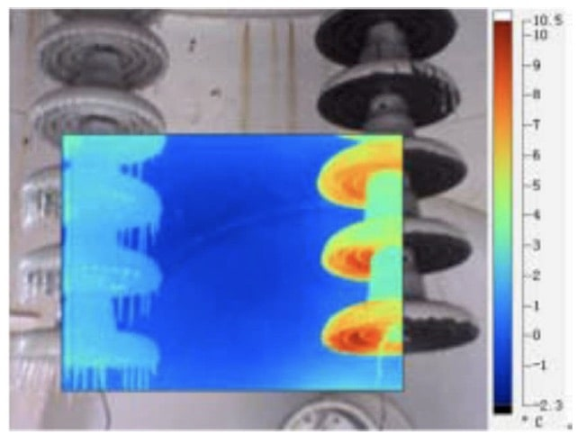 Fig. 22: Thermal picture of specimens in icing test. Left side: uncoated sample; right side: coated sample with anti-icing semi-conductive silicone rubber.