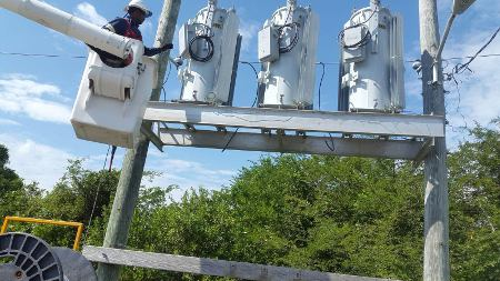 Installing Bank Of Medium Voltage Westinghouse Regulators To Overhead Line  - Power and Cables